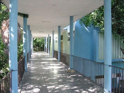 Recordando con Lolita nuestros años de estudios en la E.S.B. Felipe Poey y el Instituto de La Habana. Por Félix José Hernández. cubademocraciayvida.org web/folder.asp?folderID=136